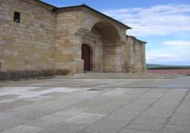 Urbanización entorno Iglesia de Quintanar de la Sierra (Burgos)
